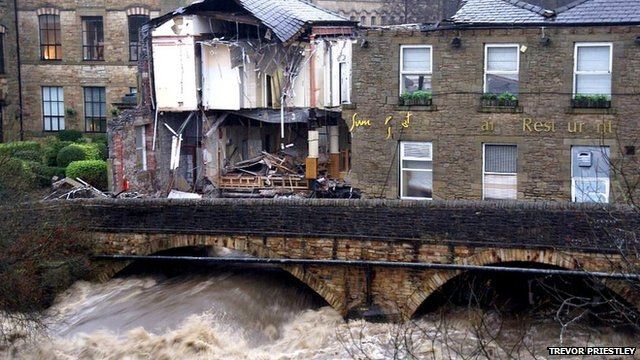 Pub collapses as river floods – Oh, the humanity!