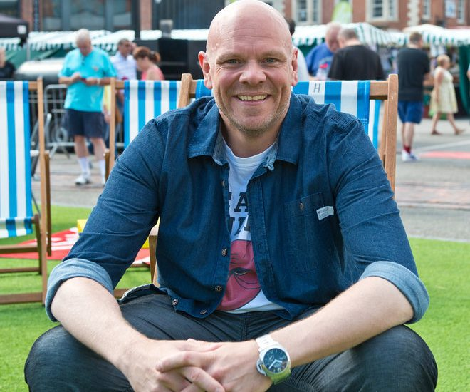 tom kerridge pork scratchings diet 660x550 - Tom Kerridge the Chef Lost 150 Pounds Eating Pork Scratchings!