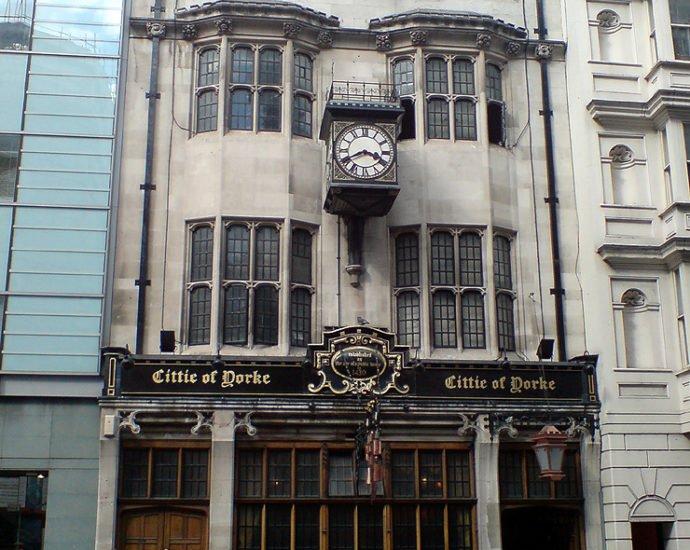 Cittie of Yorke Chancery Lane London Pub Review 690x550 - Cittie of Yorke, Chancery Lane, London - Pub Review