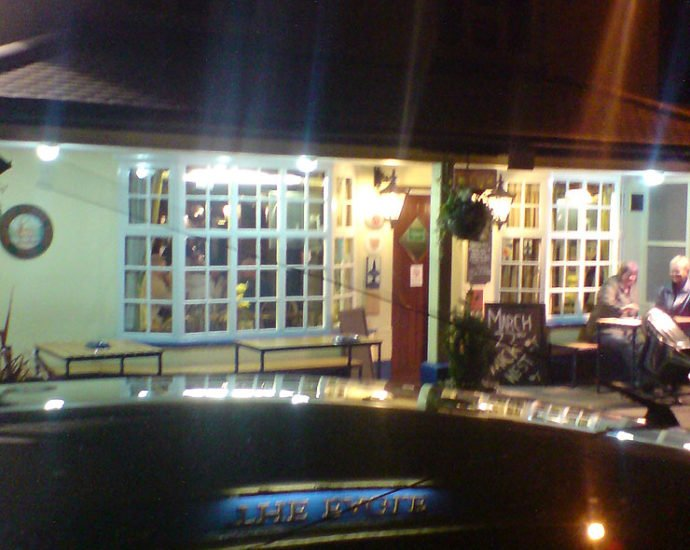 The Eagle Kelevedon Hatch Essex Pub Review 690x550 - The Eagle, Kelvedon Hatch, Essex - Pub Review