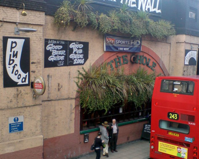 The Hole in the Wall Waterloo London Pub Review 690x550 - The Hole in the Wall, Waterloo, London - Pub Review