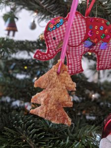 00100dPORTRAIT 00100 BURST20191209132054243 COVER 225x300 - Perfect Pork Crackling Christmas Decorations